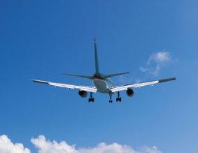 plane-in-sky-landing